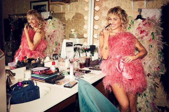 Colorista y con flores: Gucci y Miley Cyrus estrenan campaña