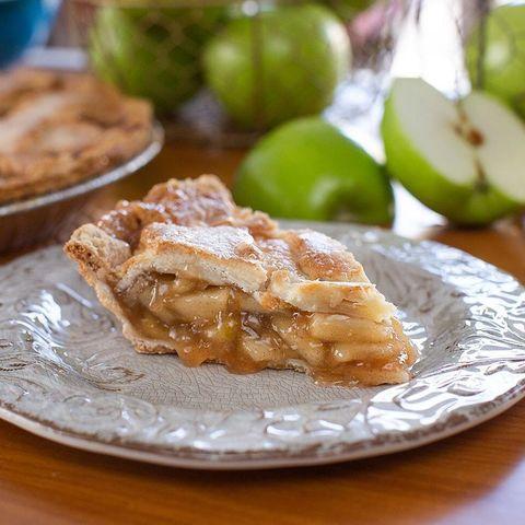 Dish, Food, Cuisine, Apple pie, Ingredient, Apple, Apple strudel, Produce, Dessert, Baked goods,