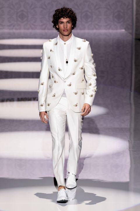 Fashion model, Fashion, Fashion show, Runway, Clothing, Suit, Public event, Pantsuit, Formal wear, Fashion design,