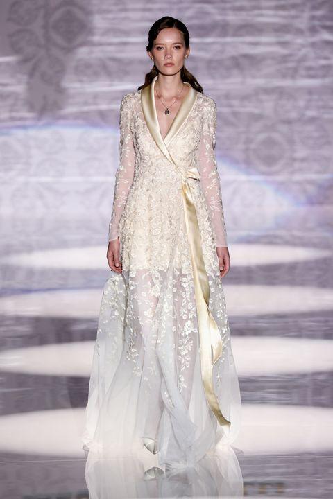 Fashion model, Fashion, Clothing, Fashion show, Haute couture, Formal wear, Dress, Runway, Fashion design, Gown,