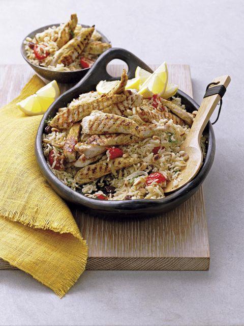 Pilaf de pollo con arrozy frutos secos