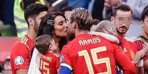 Pilar Rubio besa a Sergio Ramos en el homenaje de la Selección Española de fútbol