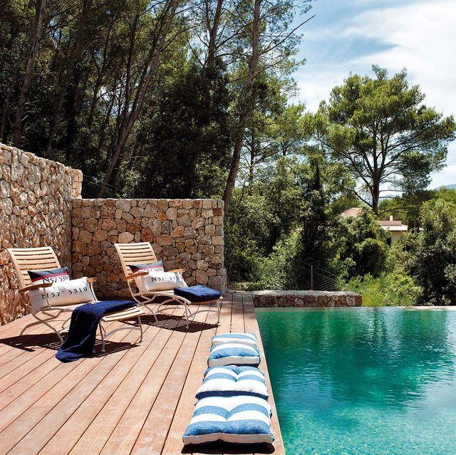 piscina con pileta de piedra