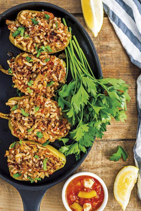 pimientos verdes rellenos de arroz y champiñones