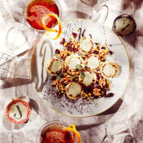 Pimm's Royale party crackers