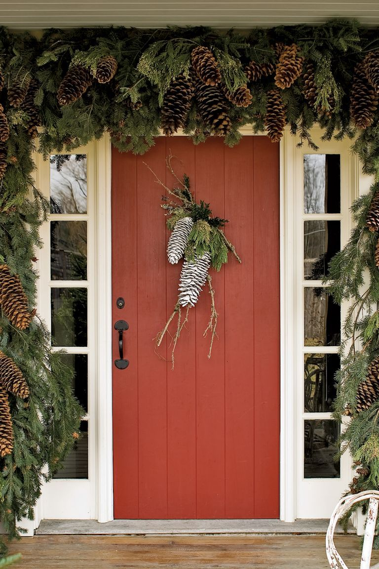 40 Diy Christmas Door Decorations Holiday Door Decorating Ideas Country Living