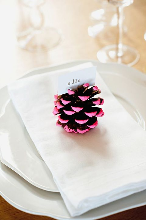 pine cone thanksgiving table setting idea