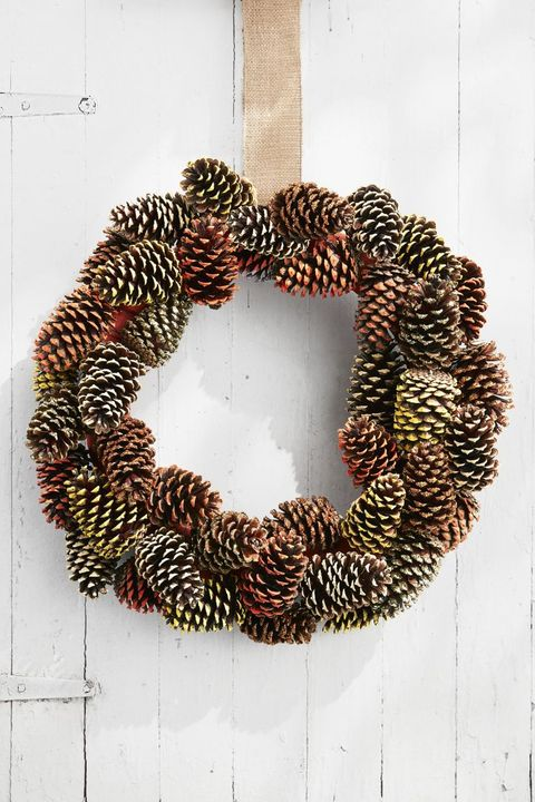 pine cone wreath diy thanksgiving decorations