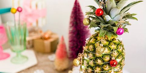 Christmas Pineapple.Pineapple Christmas Trees Add A Tropical Vibe To The Cold