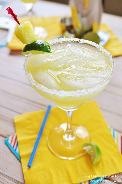 Food, Pineapple, Cocktail garnish, Drink, Lemonade, Daiquiri, Margarita, Non-alcoholic beverage, Ingredient, Lime,