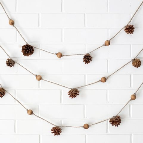 fall-crafts-pinecone-garland