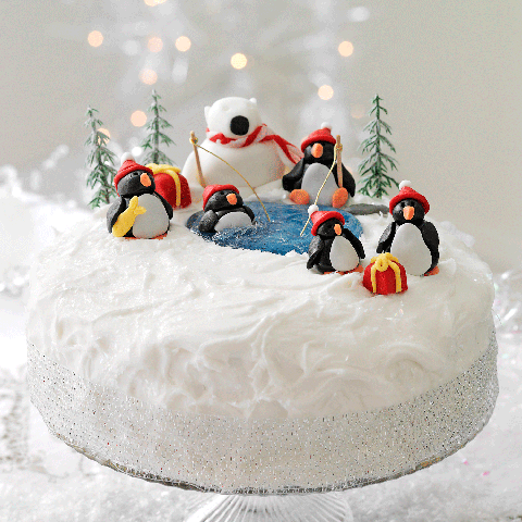 Christmas cake decoration: penguins and a polar bear