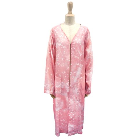 Collar, Sleeve, Textile, Pink, Pattern, Neck, Natural material, Fashion design, Button, One-piece garment,