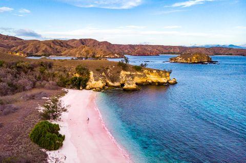 komodo pink sand beach