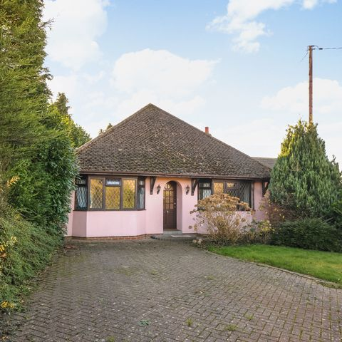 Pink bungalow for sale in Reading