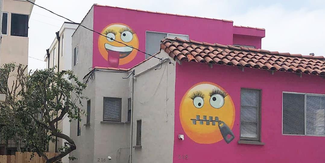 Peachy The Pink Emoji House In Manhattan Beach California Is For Sale Download Free Architecture Designs Scobabritishbridgeorg