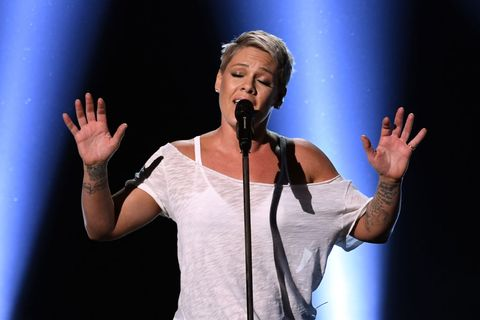 pink forgets lyrics to her own song