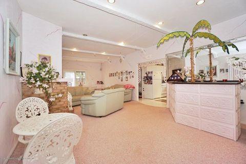 pink home staten island