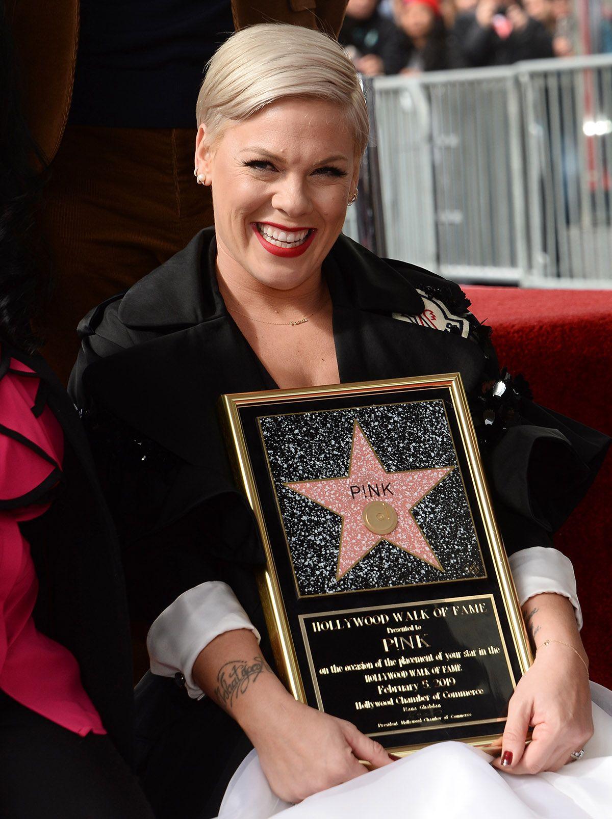 Pink recibe su estrella en el Paseo de la Fama de Hollywood