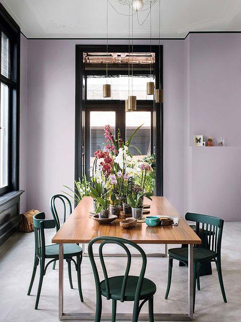 decorar las paredes   comedor lila