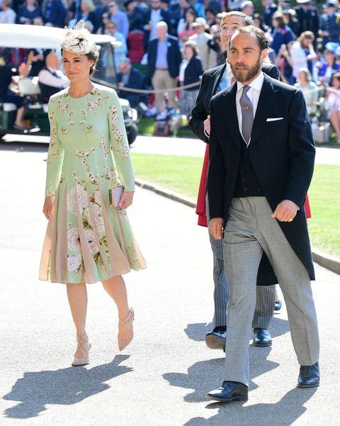 Fashion, Dress, Event, Footwear, Street fashion, Outerwear, Suit, Haute couture, Blazer, Formal wear,