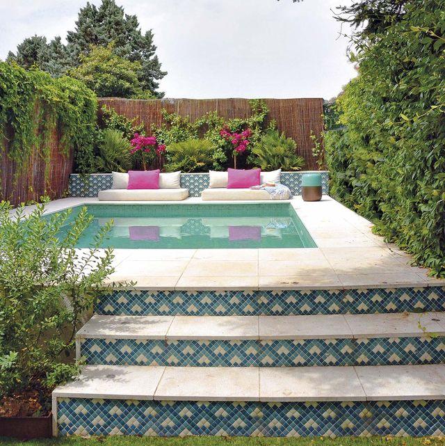 piscina con zona chill out
