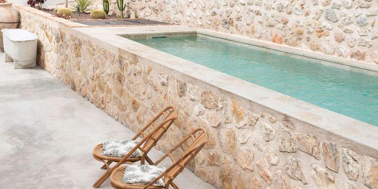 Si no puedes volar hasta Ibiza, este hotel rural en Cuenca te hará creer que estás allí