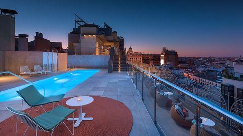 una de las mejores piscinas de hotel en en el centro demadrid abiertas al público ¡reserva y splash