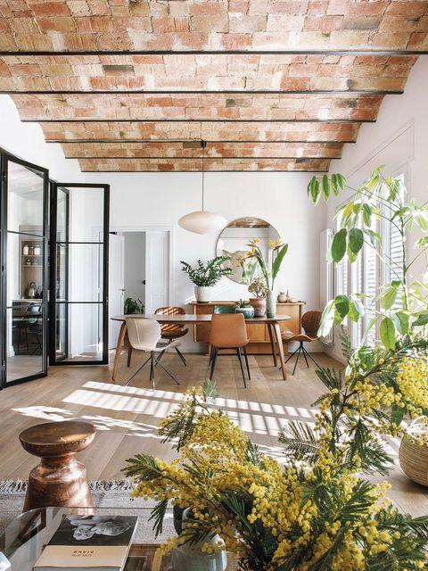 un piso reformado en barcelona salon, comedor y cocina