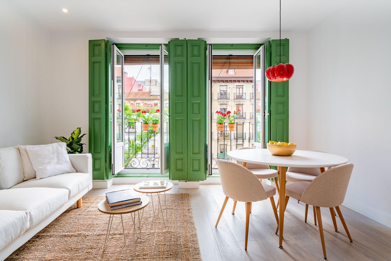 Un piso rehabilitado en un edificio histórico en el centro de Madrid