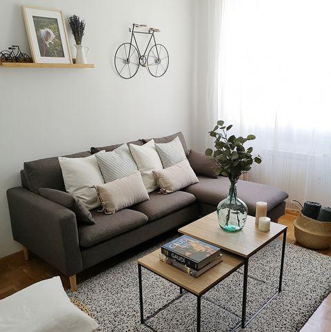 salón de diseño nórdico decorado en tonos neutros