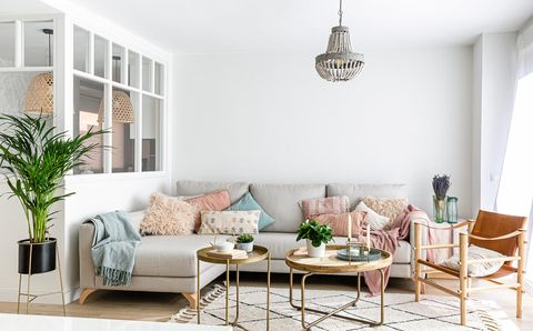 piso con espacios abiertos salón en tonos claros