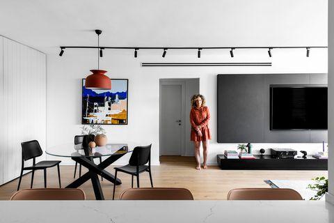 comedor abierto al salón de diseño moderno en blanco y negro