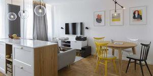 Pequeño apartamento decorado con color en Varsovia