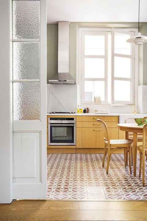 piso retro  new cocina de madera con suelo hidráulico