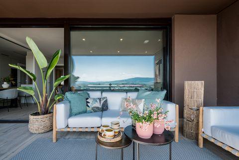 terraza con muebles de bambú y fibras