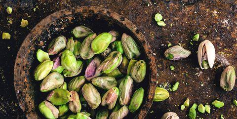 bol con pistachos, un fruto seco saludable lleno de propiedades