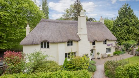 Wondrous 16Th Century Fairy Tale Thatched Cottage For Sale In Devon Home Interior And Landscaping Eliaenasavecom