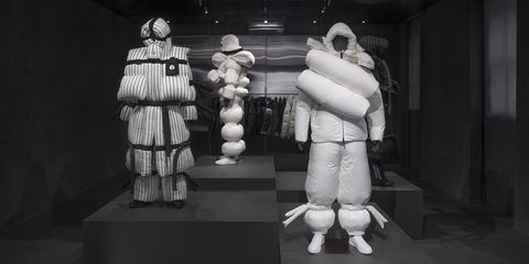 White, Black-and-white, Sculpture, Photography, Fur, Fictional character, Style, 3d modeling, Art,