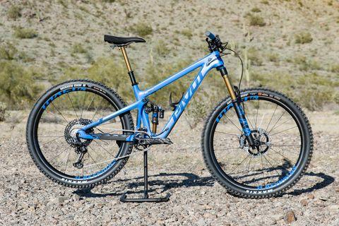 Land vehicle, Bicycle, Bicycle wheel, Bicycle part, Vehicle, Bicycle frame, Bicycle tire, Spoke, Mountain bike, Bicycle fork,