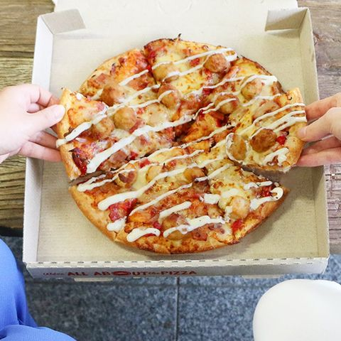 Pizza Hut Is Selling Pizzas Topped With Fried Chicken In New Zealand