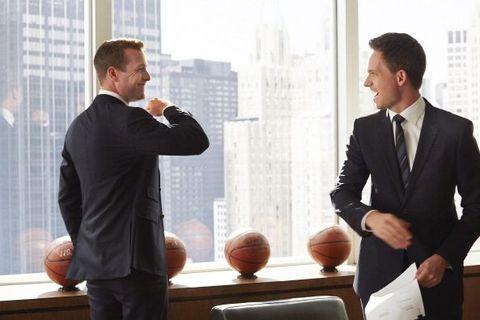 White-collar worker, Suit, Conversation, Businessperson, Business, Gesture, Formal wear, Job, Management, Event,