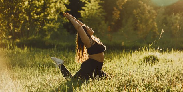 plus size girl doing yoga in nature