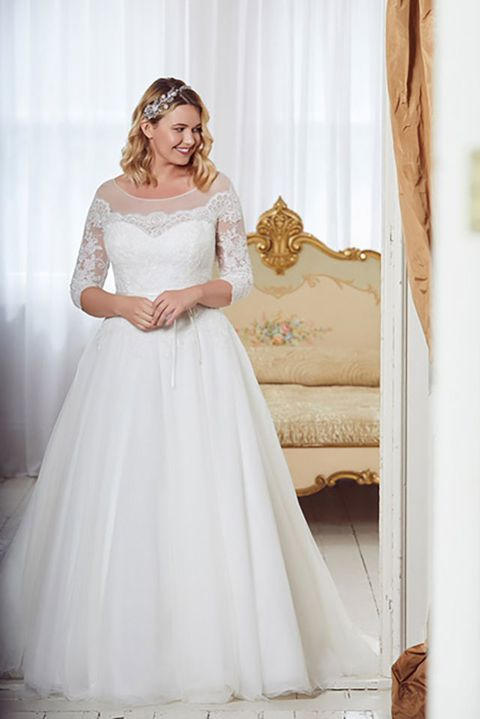 e21066e278f The 9 best plus size wedding dress shops in the UK