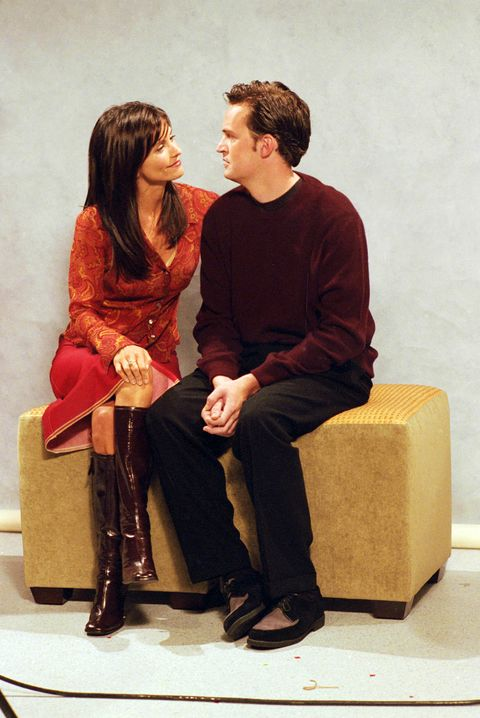 pm5m2y film still  publicity stills from friends episode the one with the engagement picture courteney cox, mattew perry 11 02 2000 season 7 © 2000 warner  nbc file reference  30846581tha  for editorial use only    all rights reserved