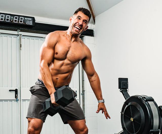 Leg, Human leg, Chin, Shoulder, Wrist, Room, Chest, Elbow, Physical fitness, Standing,