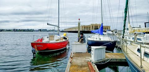 Water transportation, Boat, Vehicle, Marina, Harbor, Watercraft, Sky, Water, Sailboat, Sailing,