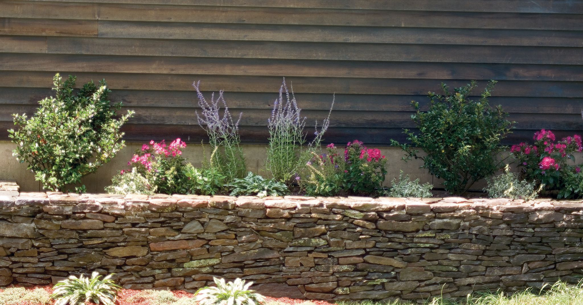 How To Build a Stone Wall That's Stylish and Functional
