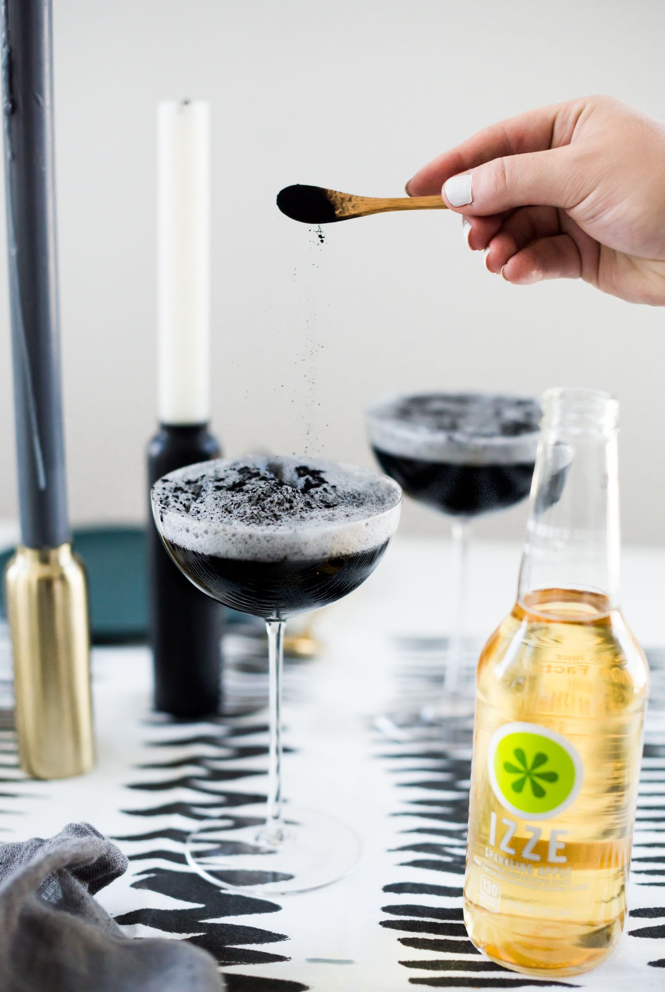 24 easy halloween cocktails best drink recipes for a halloween party