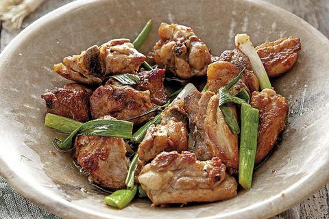 Pollo al jengibre con cebollas de verdeo